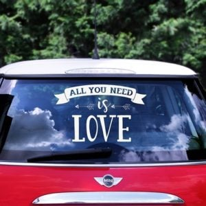 Bilskylt Brollop -All you need is Love-